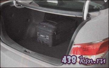 Перед 500-литровым багажником автомобиля пасуют многие модели более продвинутого класса. Да и полноразмерная запаска не у всех в арсенале есть.